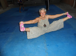 Nanay Susan doing the split