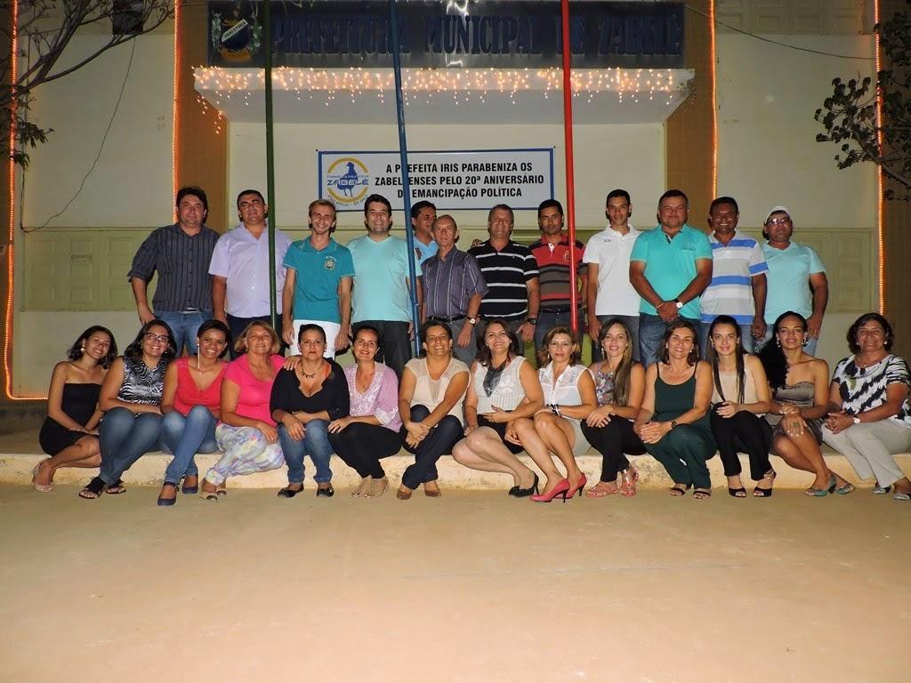 Funcionários da Prefeitura de Zabelê comemoram fim dos trabalhos em 2014