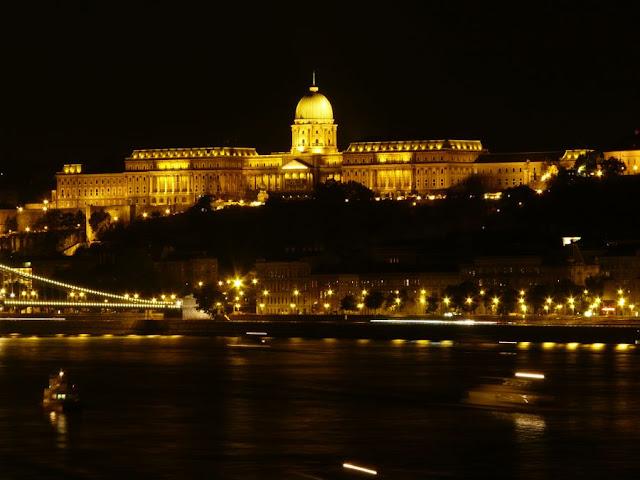 Muzeum Historyczne Budapesztu nocą