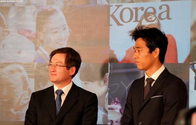 Oh Dae-Yung, embajador de Corea en España, y Park Chu-young, futbolista del Celta de Vigo