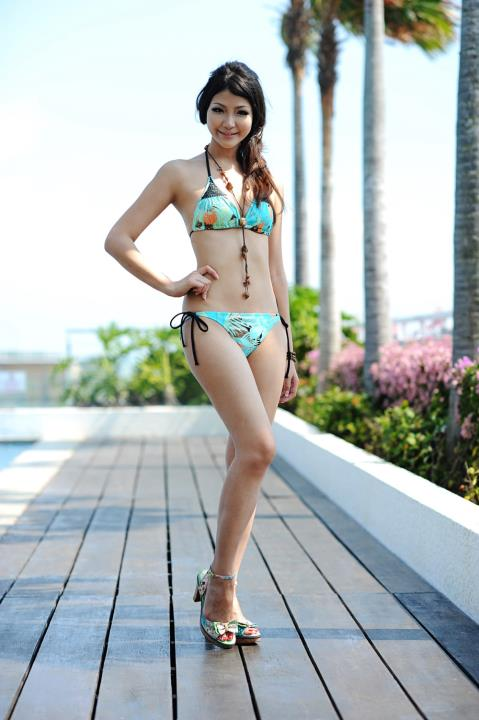tze hui in bikini,tze hui bikini,bikini photos