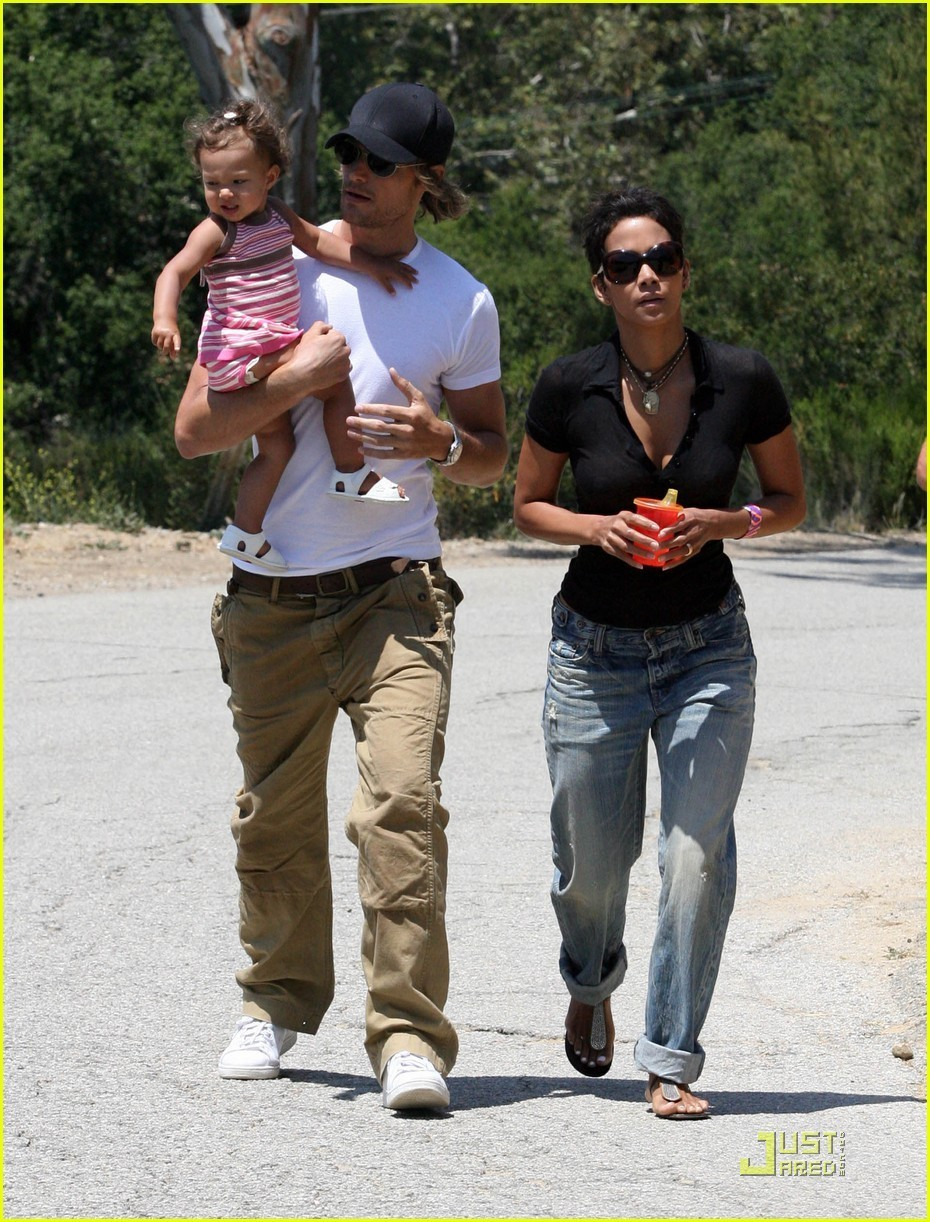 Halle berry who is she dating now