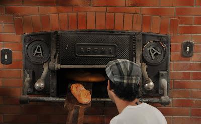 Os pães são feitos como o freguês deseja (Foto Folhapress)