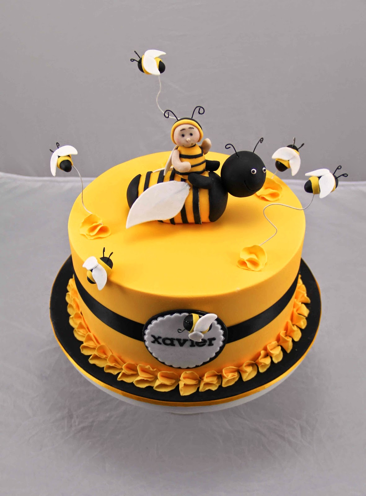 Bakerz Dad Bee Day Cake