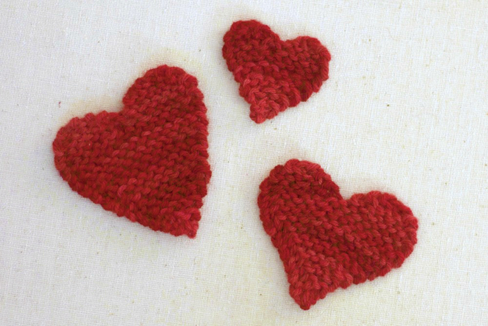 Knitting Heart Pattern : The sitting tree free knitting pattern valentine hearts