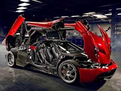 مؤسس فيسبوك يشتري سيارة فارهة Pagani Huayra 1