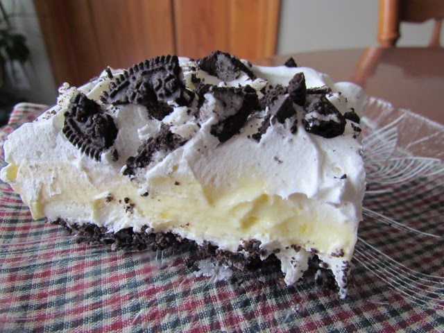 May 22, · Next comes a layer of cream cheese, powdered sugar and Cool Whip, followed by pudding, Cool Whip and a topping of OREO This OREO pudding cake recipe is an OREO dessert you'll never forget! It's an easy no bake dessert with simple auctionsales.tks: