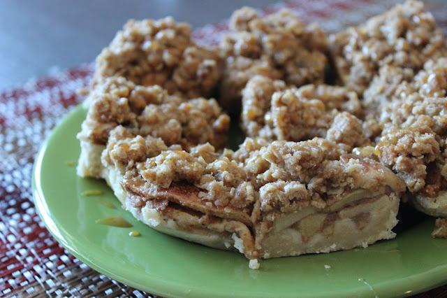 Salted Caramel Apple Pie Bars | A Hoppy Medium