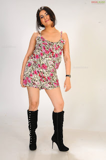 Thigh Show Unseen Archana Veda unseen spicy hhoott gallery Adorable