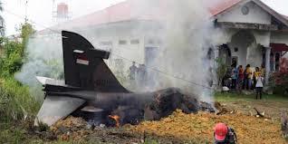 pesawat hawk terbakar