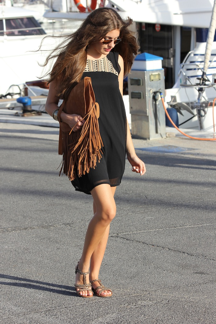 vestido_etnico_dress_pull&bear_negro_bolso_flecos_look_streetstyle_blogger_fashion_moda_angicupcakes03