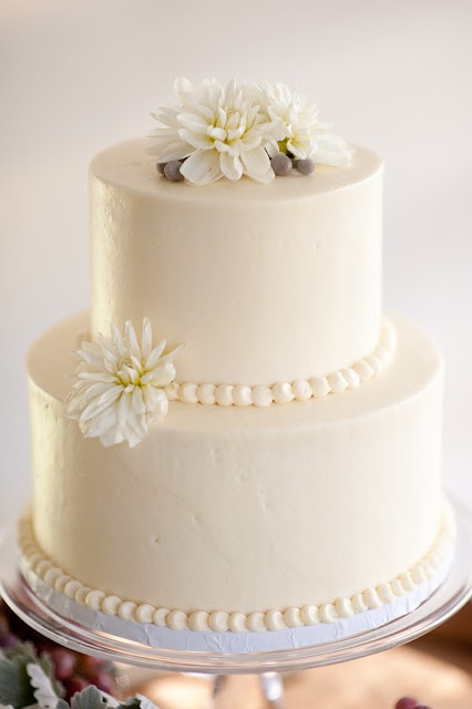 Smooth Buttercream Iced Cake with Pearl Border - Minneapolis