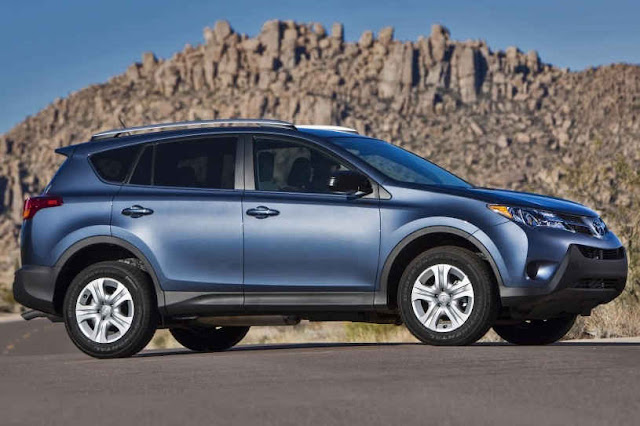 2015 New Toyota RAV4 Exclusive front side view