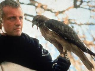 Rutger Hauer como Capitão Navarre no filme O feitiço de Áquila