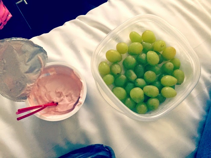Healthy hotel snack: grapes and yogurt!