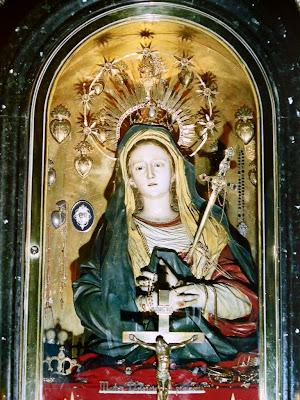 Imagem de Nossa Senhora das Dores Encontra-se na 13ª estação da Via-Sacra, no Monte Calvário. Foi doada, assim como grande parte dos presentes em ouro e pedras preciosas, por D. Maria I  Rainha de Portugal.