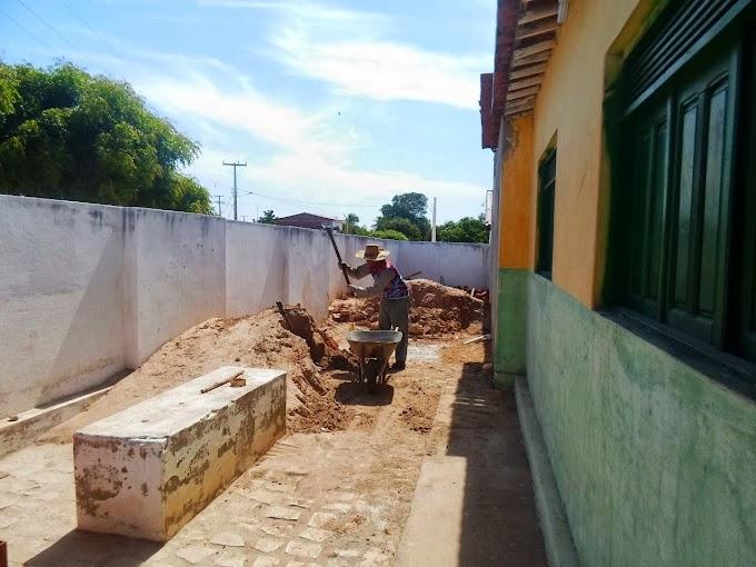 Caraúbas: Escola de Mariana age com autonomia e faz obras em sua estrutura física