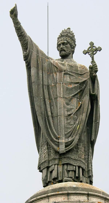 El Papa Beato Urbano II en el sermón de Cruzada fijó los límites morales de la misma y exortó la nobleza a defender la humanidad, el Derecho y la Iglesia de Cristo