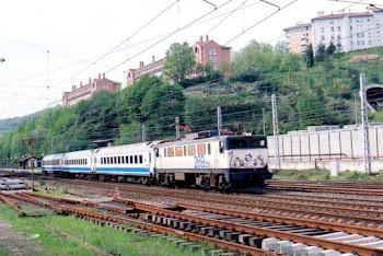 Diurno  Galicia Pais Vasco con Loc. electrica de la serie 269.