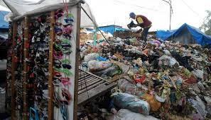 foto tumpukan sampah surabaya