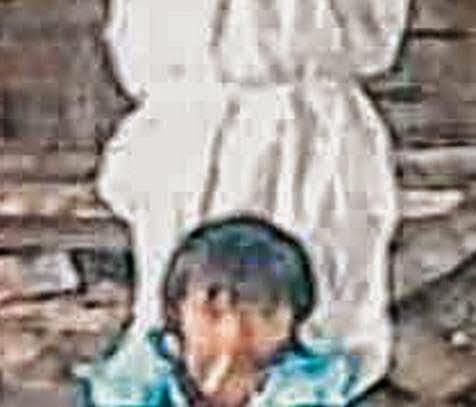 Bapa Terakam hantu Pocong Belakang Anak