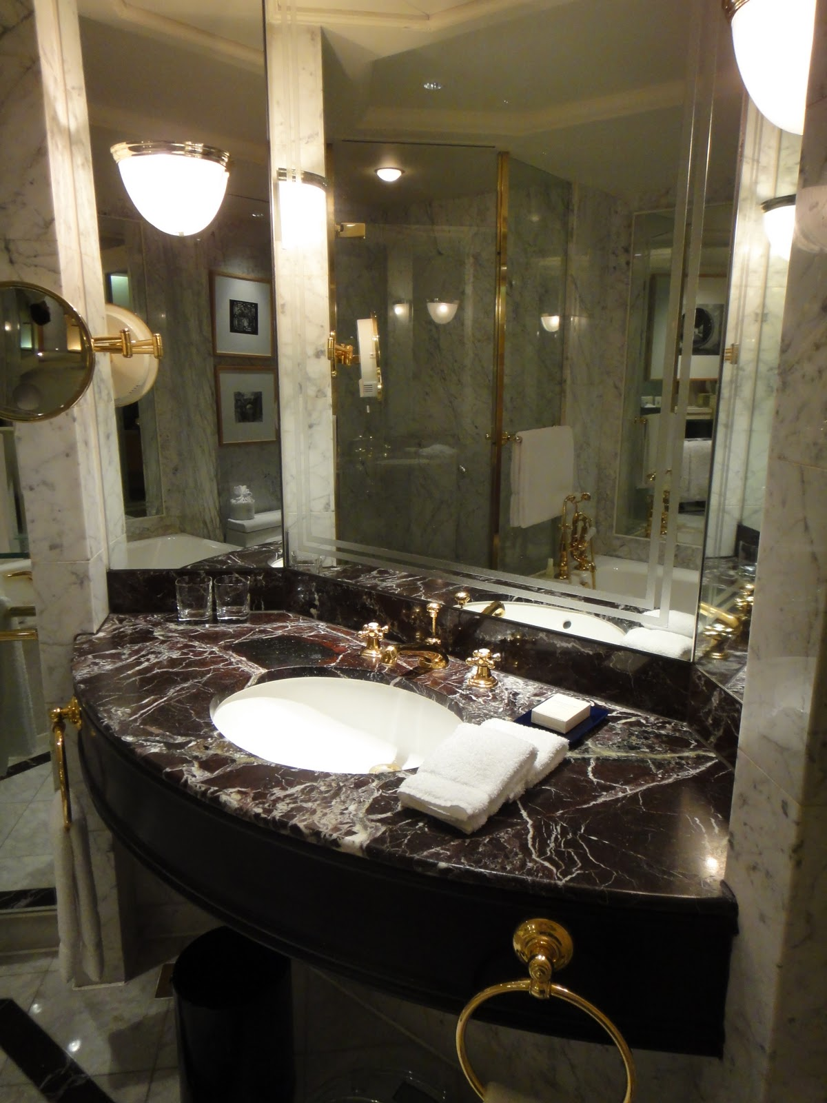 Creative In This Bathroom  A Vibrantly Patterned Black And White Stone Adds