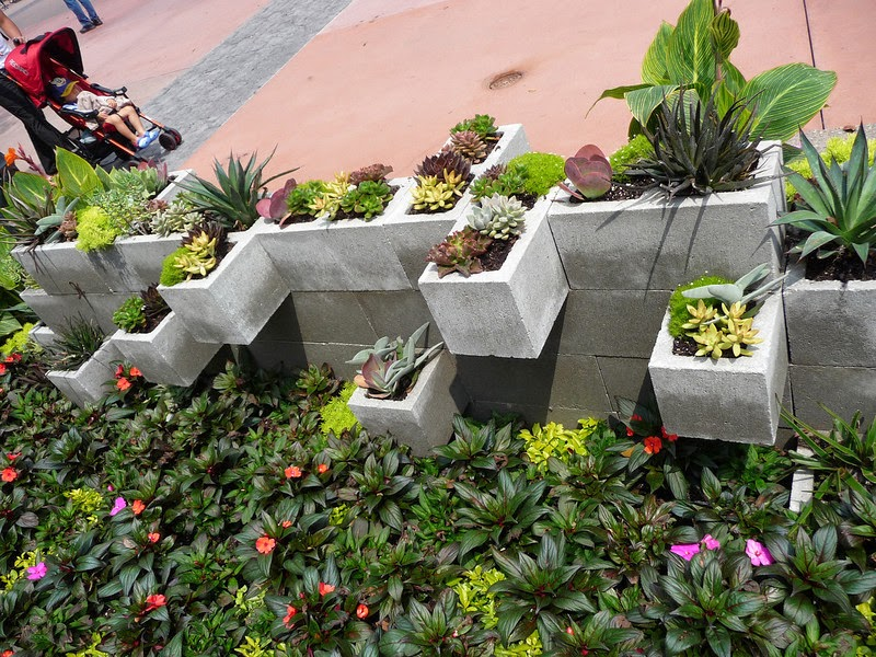 The crafty garden girl diy cement brick planters ideas for Brick flower garden designs
