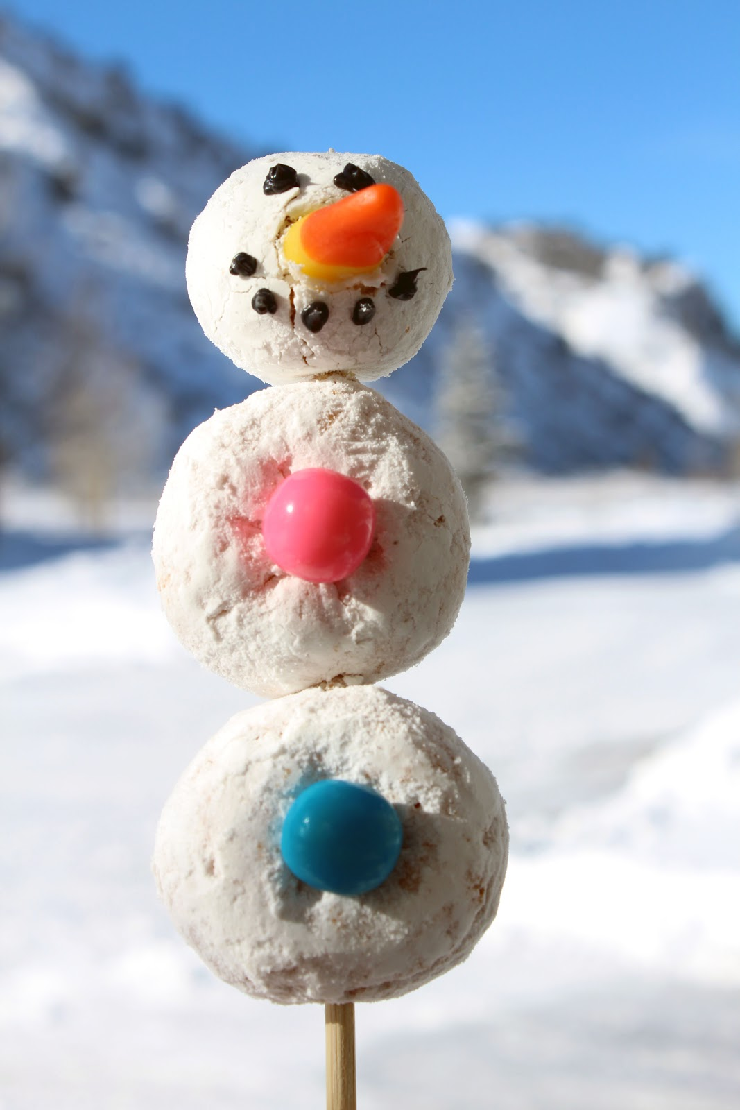 No Oven Required For These Snowmen Unless You Make Your Own Powdered Donuts It Was 14f This Morning The Oven Could Have Helped Heat The House