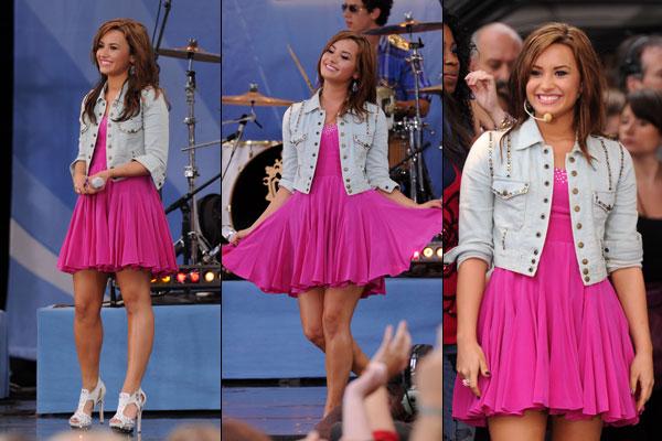 demi-lovato-vestido-rosa-600.jpg