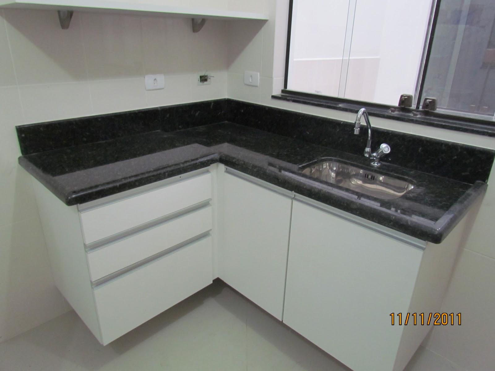 MÁRMORES E GRANITOS: bancada de cozinha em granito verde ubatuba  #685B46 1600x1200 Bancada Banheiro Granito Verde Ubatuba