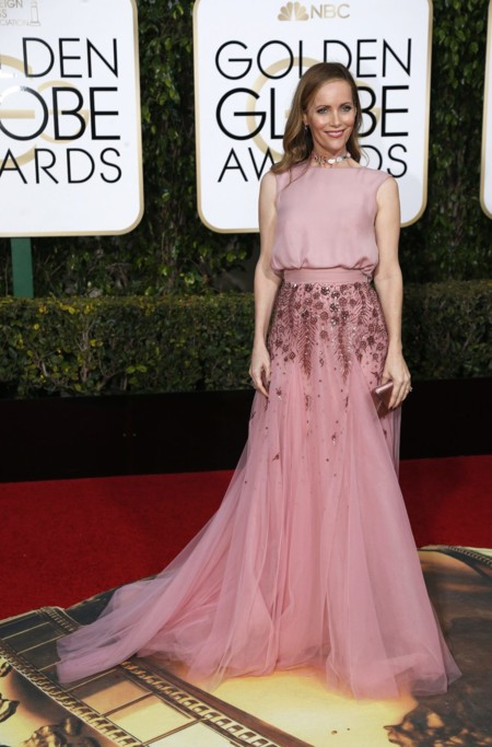 Leslie Mann vestida de Monique Lhuillier en los Golden Globes, enero 2016