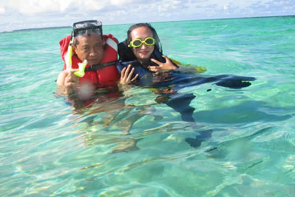 berenang di laut karimunjawa