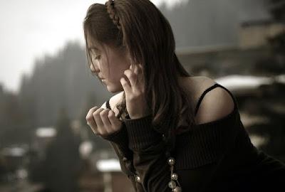 Gambar Foto Cewe Cantik sedih Nagis