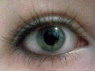 A photo of my eye with the maybelline colossal volum' express mascara