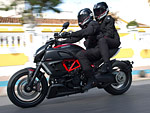 Gambar Motor. Picture of 2013 Ducati Diavel Carbon 1