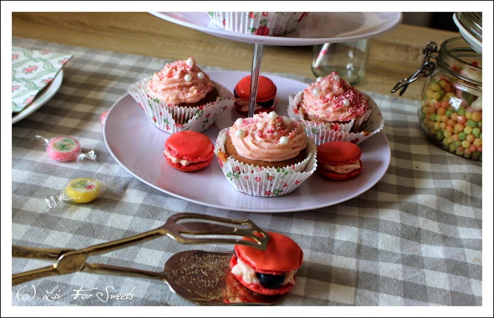 liv for sweets geburtstagskaffee part iv glutenfreie schoko frischk se muffins und macarons. Black Bedroom Furniture Sets. Home Design Ideas