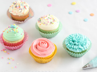http://2.bp.blogspot.com/-j4ivFvcTC7I/U0Wskt9x-LI/AAAAAAAAOq0/8dR_coGGnEI/s1600/SprinkleBakes+Easy+Frosting+Techniques+for+Cupcakes.jpg