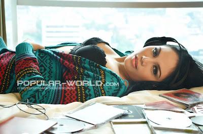 Dita Model Majalah Popular Agustus 2013