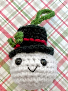 http://translate.googleusercontent.com/translate_c?depth=1&hl=es&rurl=translate.google.es&sl=en&tl=es&u=http://www.riotofdaisies.com/free-patterns/snowball-christmas-ornament-crochet-pattern/&usg=ALkJrhgzPIgwpcWiJBztJxTuR8JP8_MUdw