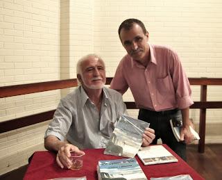 O Secretário de Cultura, Wanderley Peres, e o escritor Ivanil de Resende