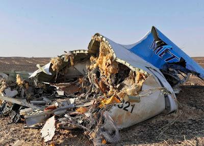 A Kogalymavia orosz légitársaság lezuhant Airbus A-321 típusú repülőgépének roncsai. Fotó: EPA/MTI