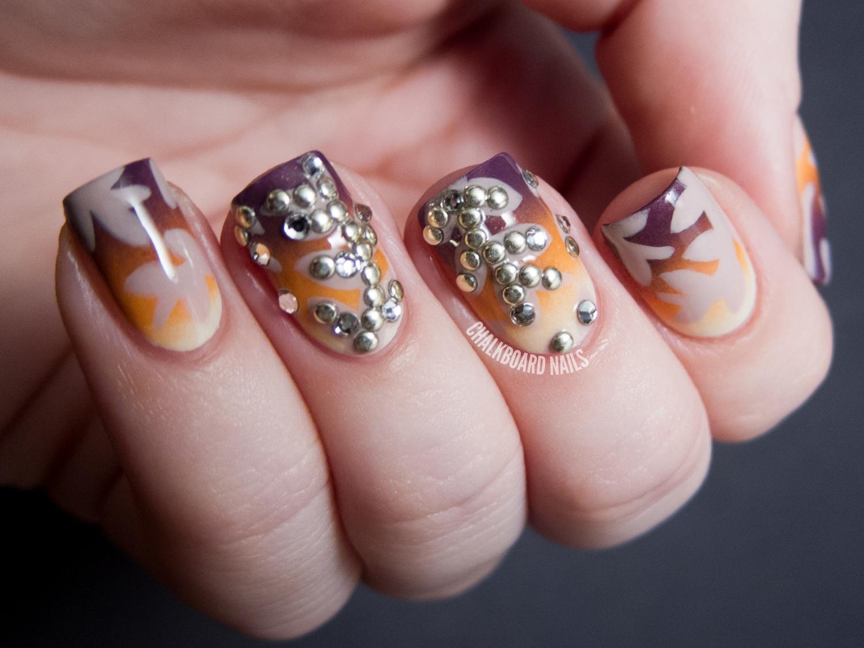 Стразы с рисунком на ногтях