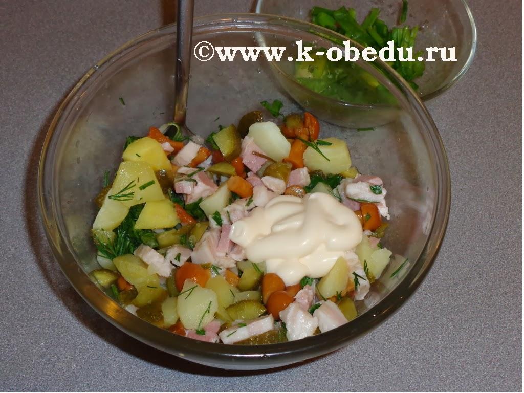 Простой салат с маринованными опятами рецепт