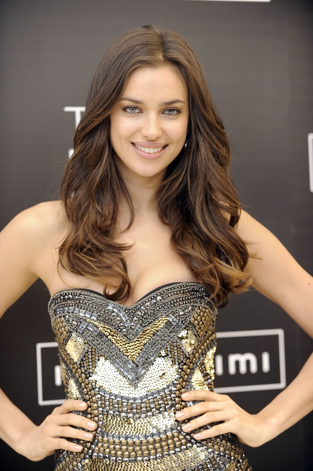 http://2.bp.blogspot.com/-j5fOlHbwp44/T5FXWWw6ewI/AAAAAAAABIM/UmQdnXo81K8/s1600/IRINA-SHAYK-The-Perfect-Bra-by-Intimissimi-Promotion-Madrid-00.jpg