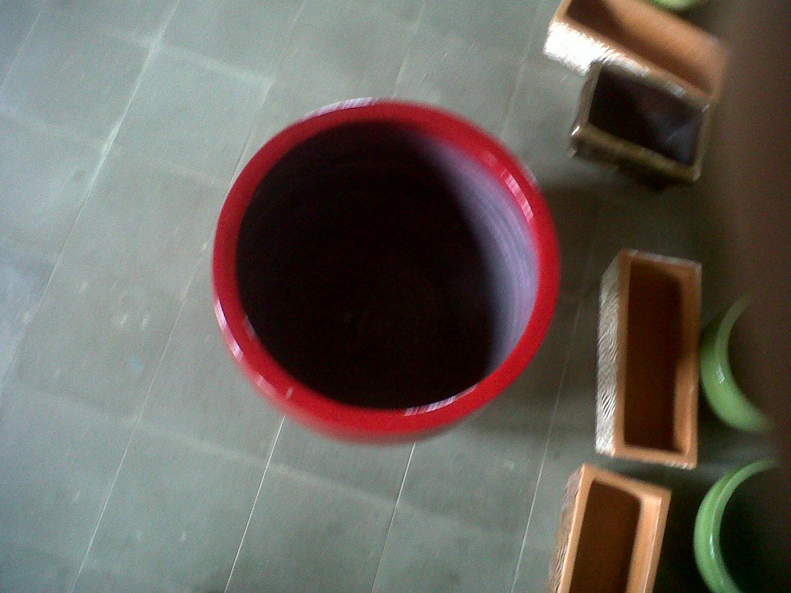 Pot luar warna merah untuk indoor plant tanpa bibir tampak atas