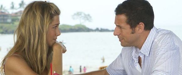 Jennifer Aniston e Adam Sandler em ESPOSA DE MENTIRINHA (Just Go With It)