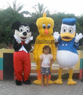 sewa badut mickey mouse, sweety, donald