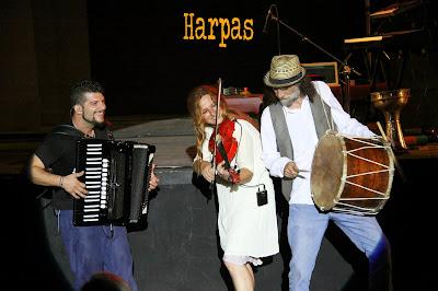 Καβάλα : Ξεσήκωσε το κοινό η Ευανθία Ρεμπούτσικα με την καλοκουρδισμένη μπάντα της