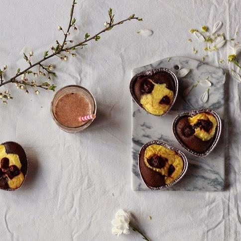 Mini serniko-brownies z wiśniami