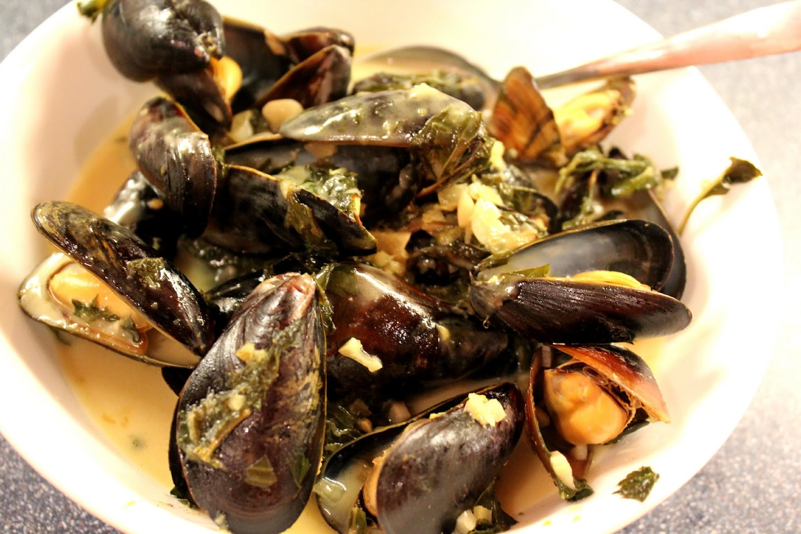 Everything in the Kitchen Sink: Mussels in Thai Green ...
